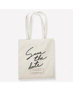 Tote bag save the date en coton bio. Personnalisez ce grand sac super résistant avec prénoms et date pour annoncer la date de votre mariage. Coton Biologique, Save The Date, Reusable Tote Bags, Dating, Wedding Ideas, Unique Weddings, Large Bags, Quirky Wedding, Wedding Bride