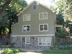 New England Fieldstone Boston Blend Thin Veneer was used to match an existing wall - Ashlar, Round, and Mosaic House Siding, Rock Siding, House Foundation, House Deck, Stone Siding, Stone Architecture, Vinyl Siding House, Home Exterior Makeover, Green Siding