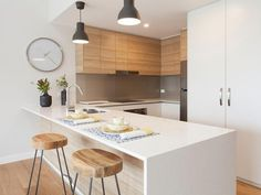 polytec RAVINE Natural Oak doors and MELAMINE Classic White Matt doors. Beautiful modern white kitchen with timber highlights.