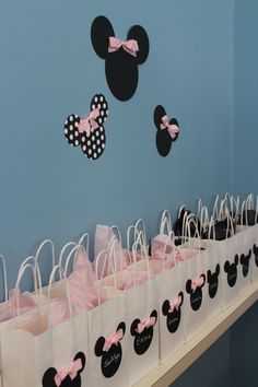 Minnie Mouse Birthday for my niece. Favor bags with Minnie' and Mickey's silhouettes. *easily made with cardstock and ribbon More from my site Minnie Mouse Party Favors Minnie Mouse Favors, Minnie Mouse 1st Birthday, Minnie Mouse Baby Shower, Minnie Mouse Party Decorations, Mini Mouse Party Favors, Minnie Mouse Theme Party, Minnie Mouse Table, Minie Mouse Party, Minnie Mouse Pink