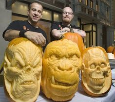 """The Incredible Jack-O-Lantern Art Of Ray Villafane – No Halloween would be complete without a jack-o-lantern. Dubbed by leading newspapers as the """"Picasso of… Awesome Pumpkin Carvings, Pumkin Carving, Food Carving, Halloween Jack, Halloween Pumpkins, Halloween Stuff, Halloween Ideas, Halloween Party, Halloween Horror"""