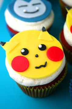I used red velvet cake, buttercream frosting and fondant to make these adorable Pikachu and Snorlax Cupcakes as well as a Pokéball Cake. #tutorial