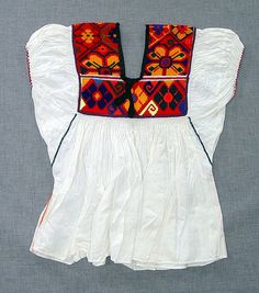 made of factory-made calico/cotton cloth; side seams sewn in orange cross-stitch; underarm seams sewn in green cross-stitch; sleeve borders machine-sewn in blue and orange zigzag stitch; panels at shoulders and neck hand-embroidered in cro Mexican Fashion, Mexican Outfit, Mexican Dresses, Indian Fashion, Love Fashion, Womens Fashion, Hippie Style, My Style, Mexican Textiles