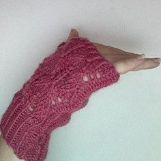Diamond Leaf Mitts 6 or 4 mm, Double-Pointed Knitting Needles (DPNs) Yarn Weight: (4) Medium Weight/Worsted Weight