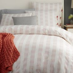 Soft streaks of color layer over a neutral background for bedding that puts you right to sleep. Charming tie closures in a contrasting color add a feminine touch.
