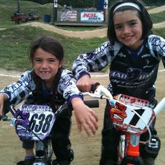 Rare Pictures, Rare Photos, Sister Pictures, Girl Celebrities, Celebs, Perfect Sisters, Idol, Charlie Video, Rare Videos