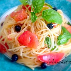 Backed my family home in Tokyo and picked some basil,tomato and blueberry up then made a cold pasta. That's yummy.