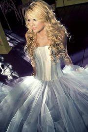 Taylor-Lori Swift: dressed like a princess!    #swift  #princess  #music  #pretty