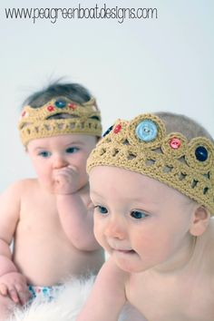 These are the ultimate Princess dress up! Gorgeous Crochet Crowns for Very Regal People, Babies and Children. via Etsy. Crochet Crown, Knit Or Crochet, Crochet Gifts, Crochet For Kids, Crochet Toys, Crochet Baby, Crochet Princess, Foto Newborn, Kids Hats