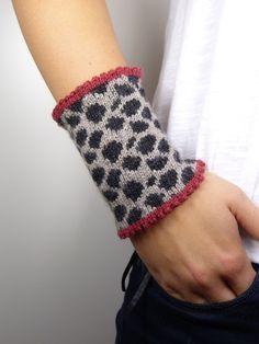 "Wrist warmers - Wrist warmers - ""Leonore"" - a designer piece by Strickkoenigin-El . : Wrist warmers – Wrist warmers – ""Leonore"" – a unique product by Strickkoenigin-Elke on DaWanda Baby Knitting Patterns, Loom Knitting, Knitting Socks, Hand Knitting, Fair Isles, Fingerless Mittens, Lang Yarns, Wrist Warmers, Knitting For Beginners"