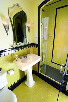 Art Deco bathroom - love the yellow,tile patterns and mirror Casa Art Deco, Art Deco Home, Art Deco Bathroom, Bathroom Paint Colors, Small Bathroom, Bathroom Black, Classic Bathroom, Bathroom Shelves, Bathroom Organization