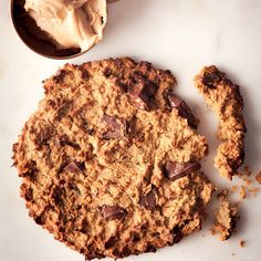 Chickpea chocolate cookies (substitute the maple syrup for rice syrup) Chickpea Chocolate Cookies, White Chocolate Chip Cookies, Vegan Chocolate, Sugar Free Treats, Vegan Treats, Cookies And Cream, No Bake Cake, Cookie Recipes, Food Processor Recipes