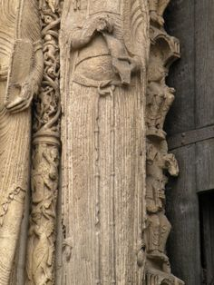 Bliaut at the Cathedral of Chartres, France; Queen at the Westportal; delleray.de - Blog
