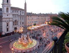A Praça Navona (em italiano: Piazza Navona) é uma das mais célebres praças de Roma localizada no rione Parione. A Fontana dei Quattro Fiumi, na Piazza Navona. A praça dispõe ainda duas outras fontes esculpidas por Giacomo della Porta - a Fontana di Nettuno (1574), na área norte da praça, e a Fontana del Moro (1576), na área sul.
