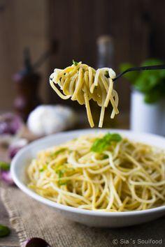 Knoblauch-Pasta mit Muskatnuss und Basilikum