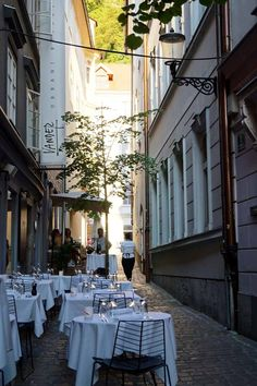 Ljubljana, Sloweniens Hauptstadt Gras, Slovenia, Places To Visit, Table Decorations, Nature, Travel, Europe, Travel Advice, Viajes