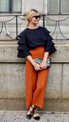Preciosas ideas de look con color naranja - un color relevante esta temporada,  cargado de energía y optimismo. Si necesitas animarte, levantar tu espíritu en días  sombríos, vale la pena añadir este color en tu armario. Lo mejor de Street Style