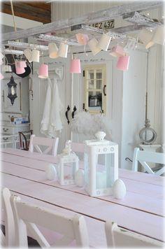 En tonos blancos o en técnica de añejado, estas lámparas son el tono romántico en cualquier rincón.