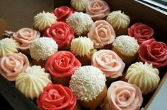 Cupcake bouquet.SO PRETTY! Would be cool for the bridal shower!