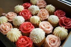 Cupcake bouquet.SO PRETTY!
