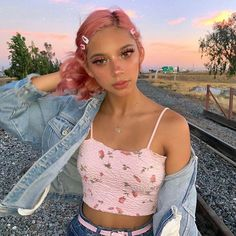🙂 ☀️ makeup style wattpad yard lemon ideas gifts rice memes painting bread tips crochet Grunge Look, 90s Grunge, Grunge Style, Soft Grunge, Grunge Outfits, Girl Outfits, Cute Outfits, Grunge Girl, Aesthetic Look
