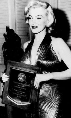 Marilyn Monroe suku puoli videoita