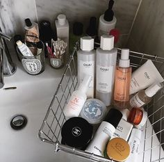 Skincare tips / hair inspo / hair products / flat lay inspired beauty products / ouai hair are / Chanel Flatlays Beauty Care, Beauty Skin, Beauty Makeup, Beauty Hacks, Hair Beauty, Beauty Tips, Beauty Products, Beauty Ideas, Beauty Secrets