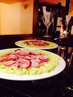 Aguachile: cipolla, cetrioli e gamberi marinati
