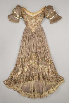 Evening Jacques Doucet via Brooklyn Museum Costume Collection at The Metropolitan Museum of Art, Gift of the Brooklyn Museum, Gift of Mrs. Vintage Outfits, Vintage Gowns, Vintage Mode, Antique Clothing, Historical Clothing, Women's Clothing, Beautiful Gowns, Beautiful Outfits, Victorian Fashion