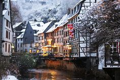 Monschau Christmas Market  24th November – 23rd December 2017 Opening Times  Fri-Sat 11am-9pm Sun 11am-8pm  *Weekends only Closed on 26th November 2017