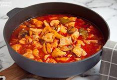 Paprykowany gulasz z kurczaka i sztuczka, żeby pierś nie była sucha. PRZEPIS Thai Red Curry, Cooking, Ethnic Recipes, Foods, Diet, Kitchen, Food Food, Food Items, Brewing