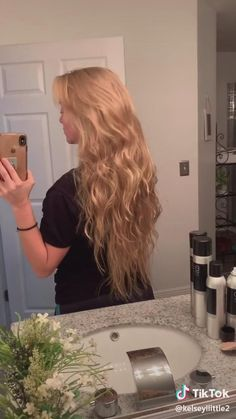Heatless waves tutorial Heatless waves tutorial,Tik tok Related Makeup Hacks that will Change Your Beauty Routine Easy Hairstyles For Long Hair, Wig Hairstyles, Hairstyles Videos, Little Girl Hairstyles, Hairstyles For School, Heatless Waves, Heatless Hair, Brown With Blonde Highlights, Easy Curls
