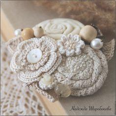 """Купить Брошь текстильная """"Ванильные облака"""" - ванильный, светлая брошь, нежные цвета, текстильная брошь"""