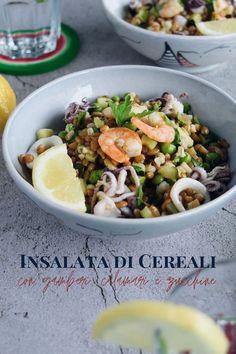 Ricetta semplie per preprarare una buona insalata di cereali al profumo di mare, con gamberi, calamari, zucchine e piselli. #ricettaestiva #insalatafredda