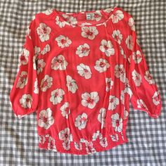 Coral floral print blouse. XS. Never worn! I removed the tags already though. This is a pinkish coral shirt with white & pink flowers on it. Elastic around the bottom of the shirt at the waist. Fits true to size. No trades. Posh rules only! Offers via the offer button please ✌️ Old Navy Tops Blouses