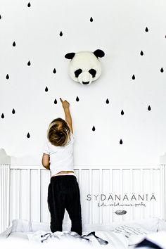 leuke stickertjes op de muur  - (re)Pinned by www.leuke-kinderkamer.nl