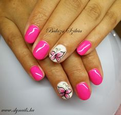 pink pillangós köröm