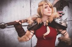 DeviantArt: More Like Hiccup Cosplay How to train your dragon 2 by liui-aquino Batman Christian Bale, Batman Begins, Liui Aquino, Astrid Cosplay, Dragon Costume, Dragon 2, Poses For Pictures, Geek Girls, How To Train Your Dragon