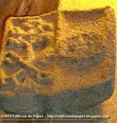 Escudo en el esquinazo de la fachada de la Capilla de San Damián y San Cosme, cuya maqueta encontrarás en nuestro blog http://edificiosdepapel.blogspot.com
