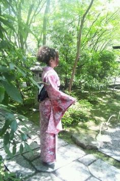 @nkk189 #jidori0610 深緑と和服美女。