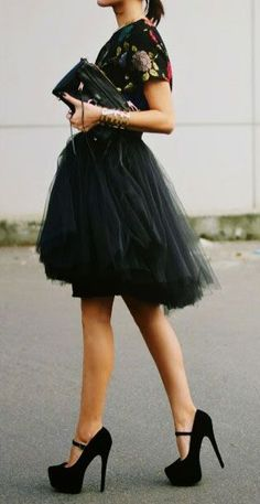 40 Feminime Look Black Tulle Skirt Outfits Ideas 21 – Fiveno Black Tulle Skirt Outfit, Skirt Outfits, Dress Skirt, Vogue, Models, Elegant Outfit, Looks Style, Jeans, Portrait