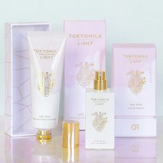 A fragrance with an ethereal lightness. Pressed Oolong Tea leaves and Bamboo Reed are blended with Orchid & White Musk for a crisp and refreshing fragrance that beautifully breaks tradition and challenges convention.