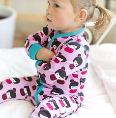This rompersuit, from Swedish designers Maxomorra, has a cute doll print. Organic Baby Clothes, Unisex Baby Clothes, Cute Baby Clothes, Kids Winter Fashion, Kids Fashion, Winter Baby Clothes, Gender Neutral Baby Clothes, Baby Girl Romper, Colourful Outfits