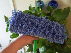 Washable Loopy Swiffer Cover Crochet free pattern from fabricfolliestwo NEAT! It is suggested you hand wash this cover! Crochet Kitchen, Crochet Home, Crochet Crafts, Crochet Yarn, Yarn Crafts, Crochet Projects, Free Crochet, Crochet Faces, Modern Crochet