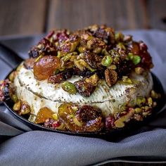 French baked brie with figs, walnuts and pistachios. An impressive app… French baked brie with figs, walnuts and pistachios. Baked Brie Recipes, Fig Recipes, Cheese Recipes, Cooking Recipes, Recipes With Figs, Holiday Recipes, Snacks Für Party, Appetizers For Party, Appetizer Recipes