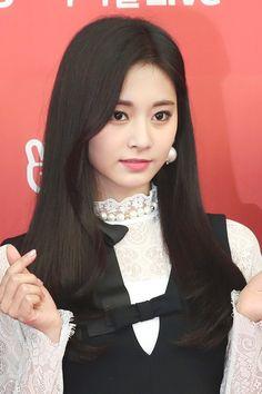 Twice-Tzuyu 190105 The Golden Disc Awards Kpop Girl Groups, Korean Girl Groups, Kpop Girls, Twice Jyp, Tzuyu Twice, Nayeon, Wheein Mamamoo, Chou Tzu Yu, Sana Minatozaki