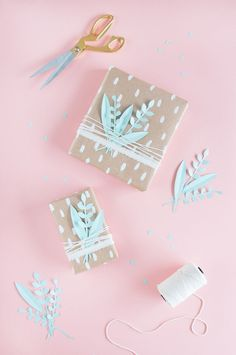New gifts packaging diy inspiration ideas Diy Wrapping Paper, Creative Gift Wrapping, Wrapping Gifts, Christmas Gift Wrapping, Christmas Paper, Gift Wraping, Ideias Diy, Gift Packaging, Diy Gifts