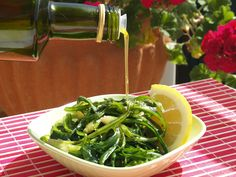 Cretan Food is a journey of flavors, delicious ingredients that you would never expect to taste. Here are the the top 10 food specialties Cooking With Olive Oil, Small Plates, Seaweed Salad, Spinach, Herbs, Dishes, Vegetables, Greek Beauty, Healthy