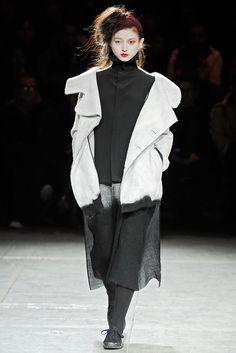 Black and White:Yohji Yamamoto f/w 09