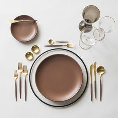 Black Halo Charger + Heath Ceramics in Redwood + GOA 24K Gold & Wood Flatware + 14K Gold Salt Cellars + Chloe Gold Rimmed Stemware & Chloe Gold Rimmed Stemware in Smoke | Casa de Perrin Design Presentation